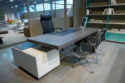 Tecno scrivania per ufficio in offerta salvioni outlet for Scrivania design outlet
