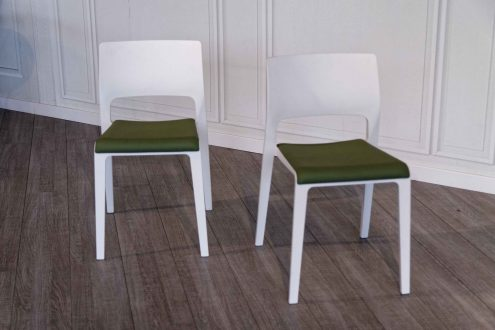 Arper – Juno chairs available in our Outlet store with a 50% discount
