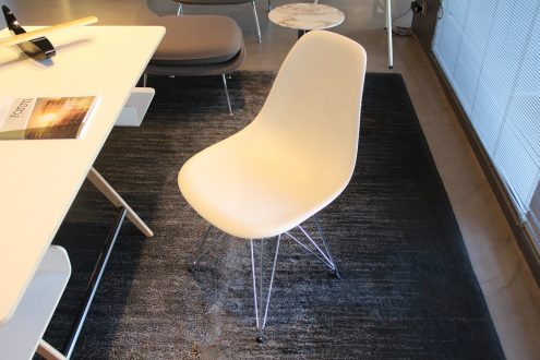 Vitra sedia eames disponibile nel nostro outlet con uno for Sedia vitra eames